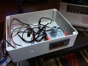 Scatola di derivazione con termostato STC-1000