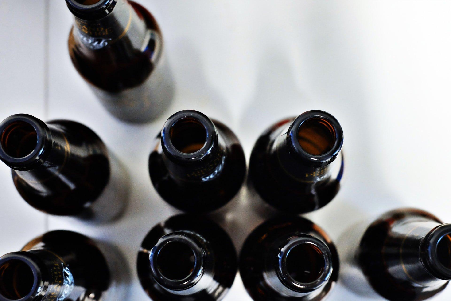 bottiglie sporche da sterilizzare